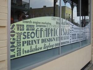 kirakatdekoráció, kirakatmatrica, üzlet dekoráció, ablakmatrica, nyomda, óbuda nyomda